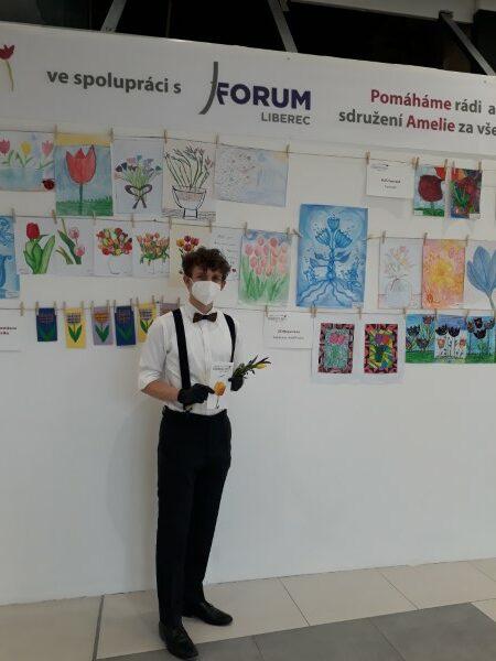 OC Forum rozdávání tulipánů MDŽ